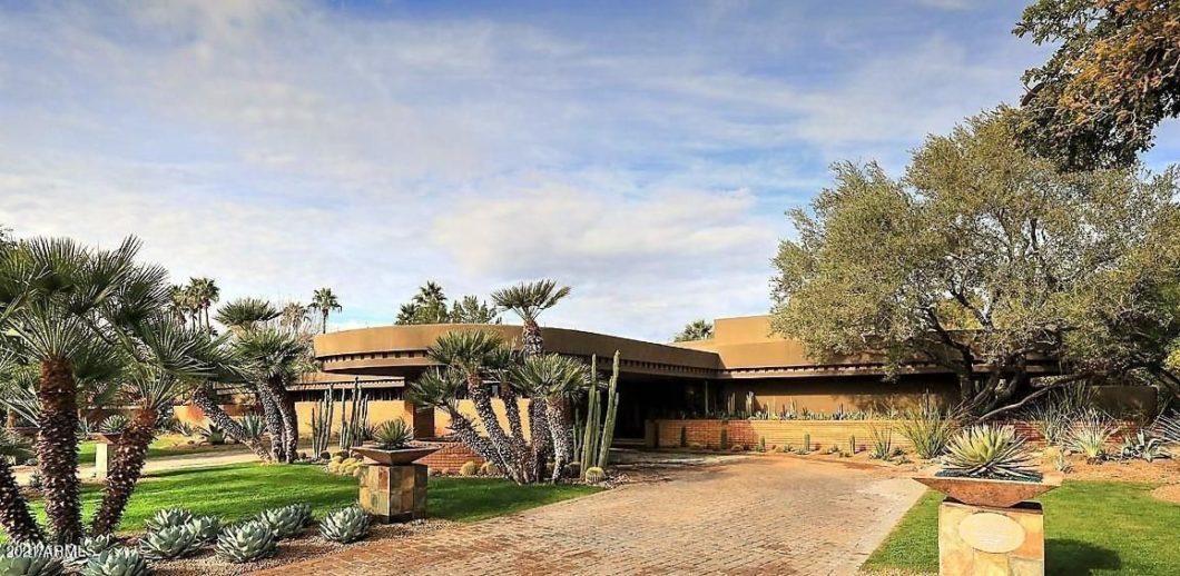54 Biltmore Estates DR, Phoenix, AZ 85016